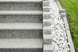 nahaufnahme einer modernen au entreppe aus granit mit. Black Bedroom Furniture Sets. Home Design Ideas