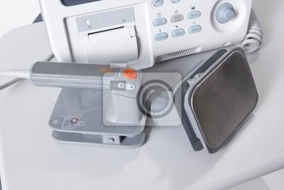 Moderne digitale Notfallausrüstung Defibrilator