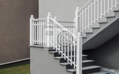 Moderne Freitragende Treppe Mit Granitauflage Und Treppengelander