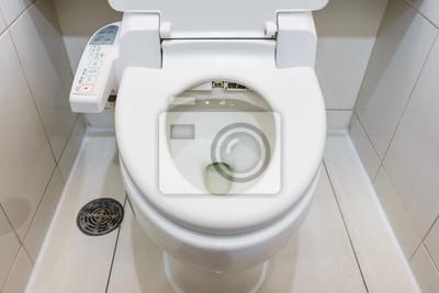 Moderne hightech-toilette mit hygiene- und hochtechnologie der ...