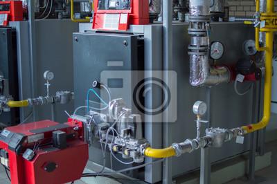 Moderne hochleistungs-industrie-gas-kessel mit erdgas-brenner ...
