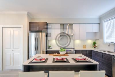 Fototapete Moderne Küche Mit Insel Und Schränken In Einem Luxus Haus Zum  Abendessen Gesetzt.