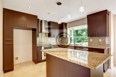Moderne Kuche Zimmer Mit Matt Braun Schranke Und Glanzende Granit