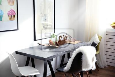 Fototapete Moderne Zimmer Interieur Mit Tisch, Stühlen Und Bildern An Der  Wand