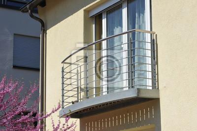 Fototapete: Moderner balkon mit metall-geländer ein wohngebäude