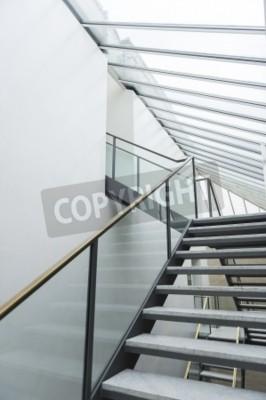 Modernes Treppenhaus Mit Offenen Laufflachen Und Ein Glas Gelander