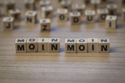 Moin Moin in Holzwürfel geschrieben