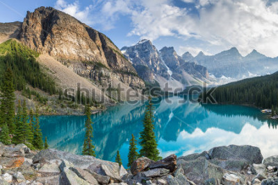 Fototapete Moraine lake with the rocky mountains panorama in the banff canada