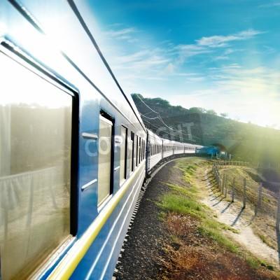 Fototapete Motion Zug und blauen Wagen. Stadtverkehr