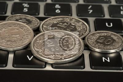 Münzen Schweizer Franken Und Ein Computer Fototapete Fototapeten
