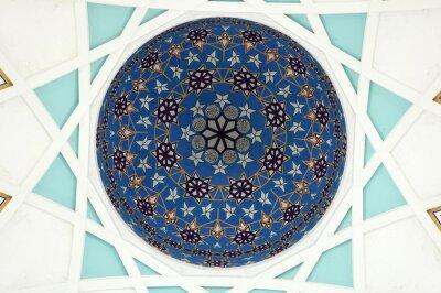 Fototapete Muster innerhalb der Hauptkuppel der Sarawak-Staatsmoschee.  Die größte Moschee für Muslime im Bundesstaat Sarawak, Ost-Malaysia.  Wiederholungsmuster-Design basiert auf islamischer Geometrie.