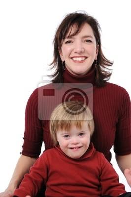 Mutter und Sohn lächelnd
