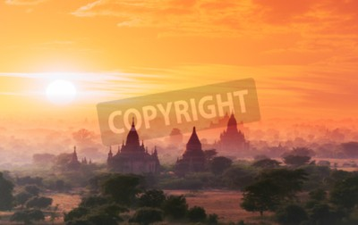Fototapete Myanmar Bagan historischen Stätte auf magischen Sonnenuntergang mit schönen Himmel und buddhistischen Tempeln Panoramablick