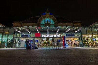 Fototapete Nachtaufnahme des Bahnhofes in Halle Saale