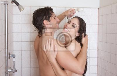 Dusche nackt in frau Nackte Frauen