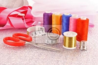 Nadel, Threads, Schere, Bänder und Maßband