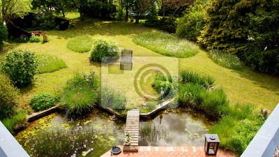 Naturliches Gartengrundstuck Mit Teich Eine Terrasse Angrenzend