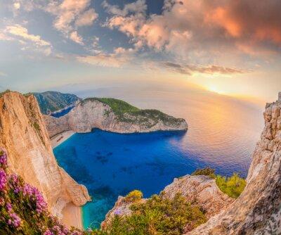 Fototapete Navagio Strand mit Schiffbruch gegen Sonnenuntergang auf der Insel Zakynthos in Griechenland