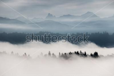 Fototapete Nebelige Berglandschaft im Britisch-Columbia, Kanada