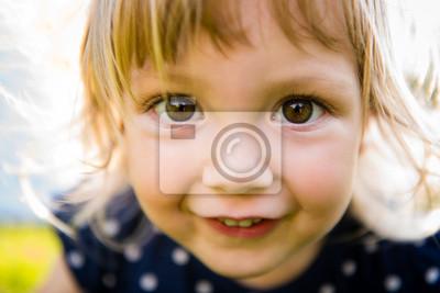 Fototapete Neugieriges Kind