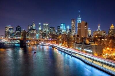Fototapete New York City Nachtszene mit Skyline von Manhattan und Brooklin B