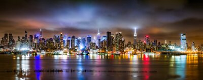 Fototapete New York City Panorama on a cloudy night as viewed from New Jersey across the Hudson River