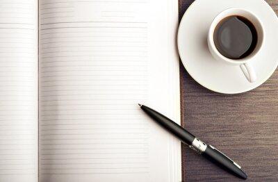 Fototapete Öffnen Sie eine leere weiße Notebook, Stift und Kaffee auf dem Schreibtisch