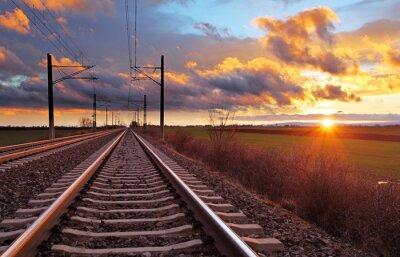 Fototapete Orange sunset in niedrigen Wolken über Bahn