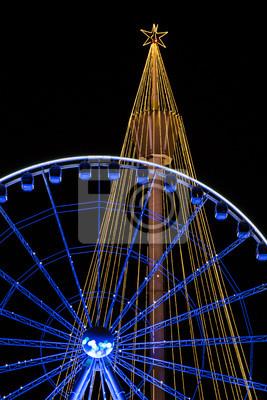 Blaue Weihnachtsbeleuchtung.Fototapete Orange Und Blaue Weihnachtsbeleuchtung Auf Turm Und Big Wheel