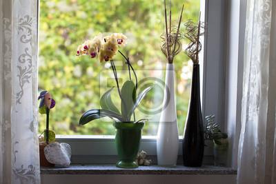 Fototapete Orchideen Und Dekorative Vasen Auf Einem Fensterbrett