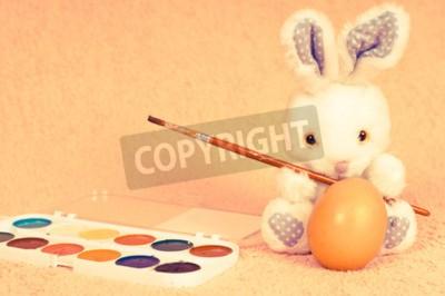 Ostern Kaninchen in Retro-Foto-Effekt zu Eiern zu malen