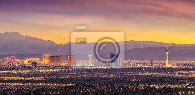 Fototapete Panorama cityscape view of Las Vegas at sunset in Nevada