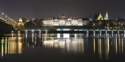 Fototapete Panoramablick auf Warschau am Wasser in der Nacht.