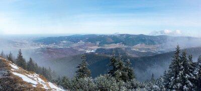 Fototapete Panoramablick vom Bergkamm bis zum Tal