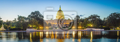 Fototapete Panoramic image of the Capitol of the United States with the capitol reflecting pool in morning light.