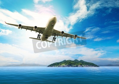 Fototapete Passagierflugzeug fliegen über schöne blaue Meer und die Insel in Reinheit Reiseziel Meer Strand Einsatz für Sommerurlaub Urlaub treveling