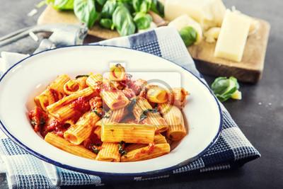Fototapete: Pasta. italienische und mediterrane küche. pasta rigatoni mit