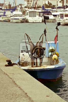 Petit bateau de pêche AMARRE