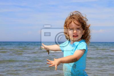 Petit garçon qui joue avec le sable fototapete u2022 fototapeten