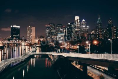 Fototapete Philadelphia-Skyline bei Nacht mit städtischer Architektur.