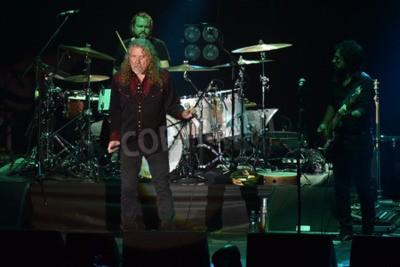 Fototapete PILSEN, TSCHECHISCHE REPUBLIK - 27. Juli 2016: Berühmte englische Sängerin Robert Plant Während seiner Aufführung in Pilsen, Tschechische Republik, 27. Juli 2016.