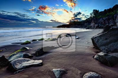 plage de sable noir, coucher de soleil