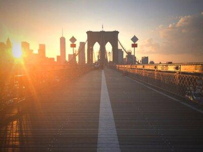 Fototapete Ponte di Brooklyn al tramonto con vista di New York