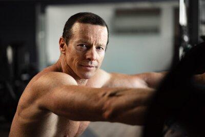 Fototapete Portrait of a senior muscular man in a gym
