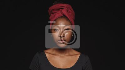 Fototapete Portrait of an african woman in a headwrap