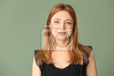 Fototapete Portrait of mature woman on color background