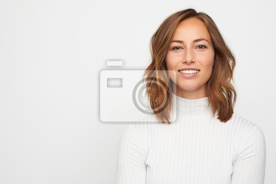 Fototapete portrait of young woman isolated on white
