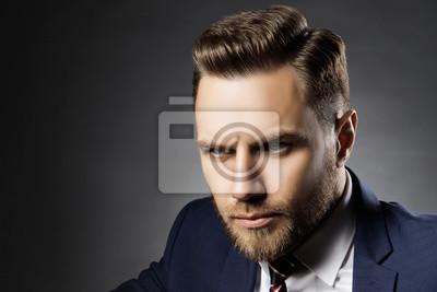 Fototapete Portrat Von Hubschen Bartigen Mann Mit Perfekten Haare Schneiden
