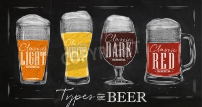Fototapete Poster Bier-Typen mit vier wichtigsten Arten von Bier-Schriftzügen klassisches helles Bier, klassisches weißes Bier, klassisches dunkles Bier, klassische rote Bierzeichnung mit Kreide im Weinleseart a