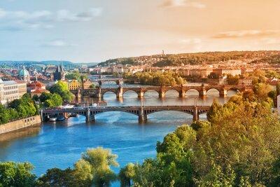 Fototapete Prag Brücken im Sommer am Sonnenuntergang. Tschechien.